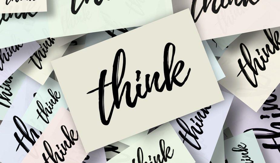 Kaartjes met het woord Think erop